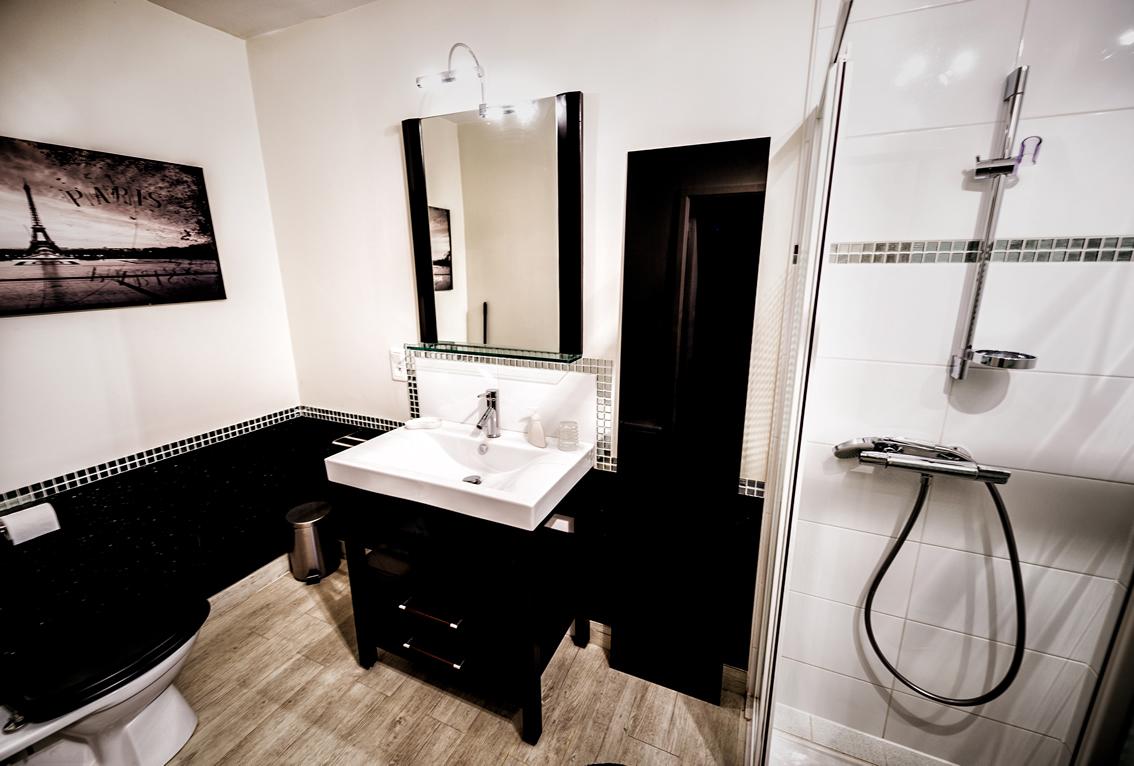 salle de bain hebergement domaine de la raimonderie